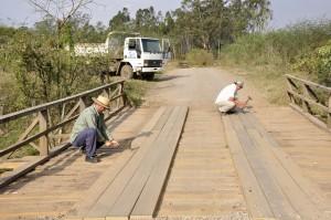 Prefeitura de Rio Claro recupera duas pontes na zona rural