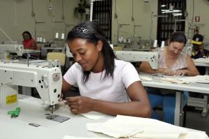 Presidente do FSS abre curso  de mecânico de máquina de costura industrial