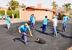 Prefeitura realiza melhorias no pavimento em diversos bairros