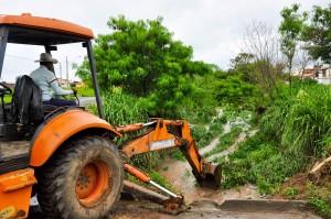 Secretaria de Obras realiza limpeza da rede de drenagem no Jardim São Paulo