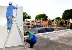 Prefeitura intensifica manutenção no cemitério para visitas no Dia das Mães