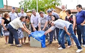 Prefeitura recupera praça no Vila Verde e afixa nova placa de homenagem