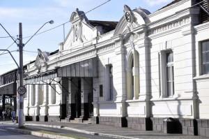 Intervenções viárias interrompem o trânsito em frente a Estação Ferroviária