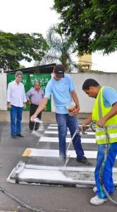 Prefeitura reforça sinalização de solo viária no região do Grande Cervezão