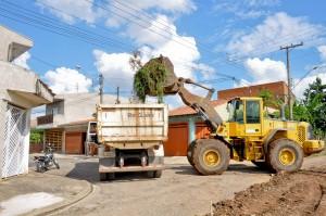 Em dois dias, Prefeitura retira mais de 40 caminhões de entulho