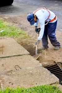 Prefeitura realiza serviços de limpeza e manutenção no feriado