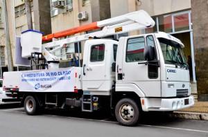 Prefeitura adquire caminhão para poda de árvores