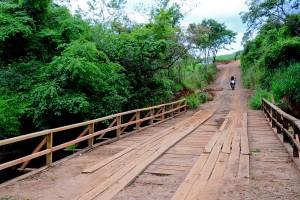 Prefeitura faz reparos na ponte do Farol