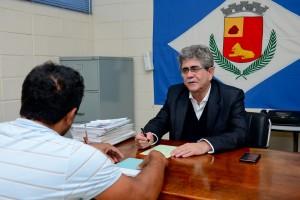 Prefeito Du Altimari despacha na subprefeitura do Cervezão