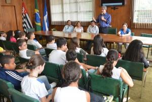 Agentes ambientais entregam Prêmio Destaque ao prefeito