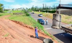Prefeitura fecha passagem clandestina para caminhões não danificarem asfalto