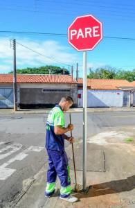 Prefeitura reforça sinalização de trânsito no Bandeirantes