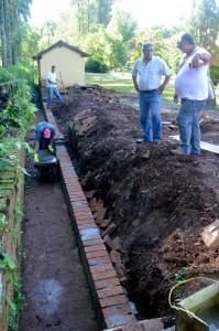 Canais de drenagem recebem manutenção na Floresta Estadual