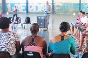 Diálogo entre moradores, direitos e deveres do cidadão são debatidos em ação comunitária
