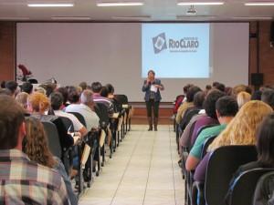 Palestra no NAM valoriza funcionários da Secretaria da Assistência Social