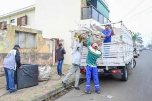 Prefeitura faz ação de limpeza em casa da área central