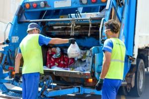 Coleta de lixo acontece na 5ª-feira, sábado e domingo