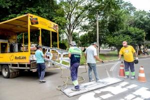 Prefeitura reforça sinalização de trânsito e pintura no entorno do cemitério municipal