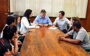 Juninho recebe proposta para a criação do Conselho Municipal da Juventude