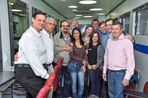 Carreta Via Rápida oferece cursos de cabeleireiro, manicure, pedicure e maquiagem