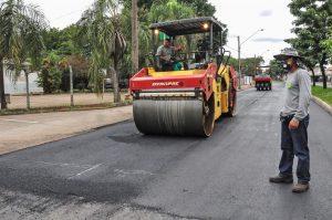 Trechos da Felício Castellano e de 4 bairros recebem recapeamento