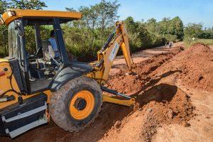 Prefeitura desobstrui galerias na Estrada Jacutinga