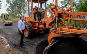 Estrada Jacutinga recebe nivelamento de solo e desobstrução de galerias
