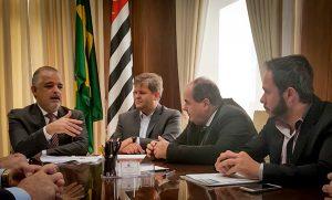 Juninho solicita a vice-governador recursos para pavimentar bairros