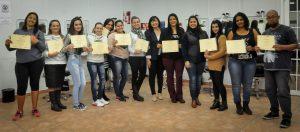 Alunos concluem cursos de capacitação e recebem certificados