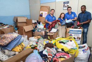 Rotary doa agasalhos e cobertores ao Fundo Social