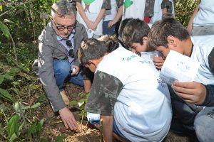 Prefeitura inicia visitas monitoradas à nascente modelo na Vila Cristina