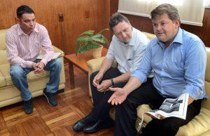 Juninho recebe proposta para projeto habitacional