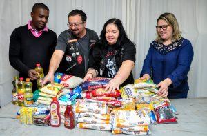 Moto clube Hereges doa alimentos ao Fundo Social