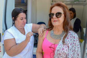 Rio Claro ultrapassa meta e libera vacina contra a gripe nos postos