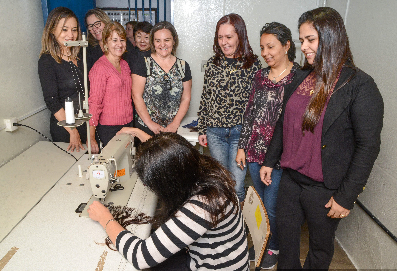 Fundo Social incentiva confecção de perucas para pacientes com câncer