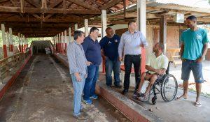 Prefeitura e comunidade revitalizam área que tinha mato e lixo no Jardim Boa Vista