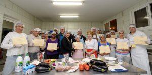 Centro de Qualificação Profissional forma alunos na área de gastronomia