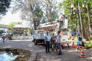 Jardim Público recebe reforço na iluminação e melhorias