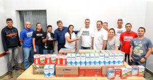 Pilotos entregam leite ao Fundo Social