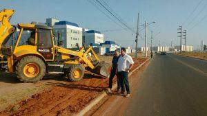 Trecho de Estrada dos Costas ganha calçadas