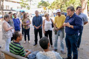 Prefeitura dá opção de trabalho para andarilhos  e melhora iluminação no Jardim Público