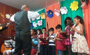 Recital tem apresentações de crianças atendidas em serviço social