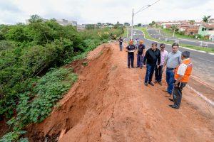 Rompimento de galeria e emissário interdita trecho do anel viário em Rio Claro