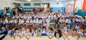 Show de Talentos da Escola Dom Pedro I tem apresentações dos pais