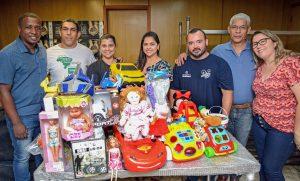 Projeto Shinrai doa brinquedos ao Fundo Social