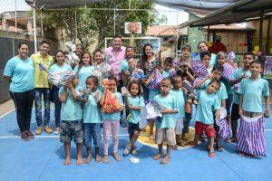 Fundo Social entrega presentes a crianças de associação