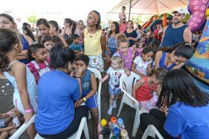 Brincando no Lago reúne milhares de baixinhos para comemorar o Dia das Crianças