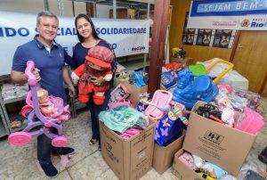 Clube FM doa brinquedos ao Fundo Social