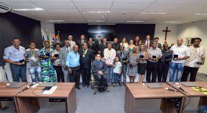 Personalidades da comunidade negra recebem medalha Zumbi dos Palmares