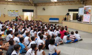 Teatro de Fantoches aborda com alunos uso consciente da água